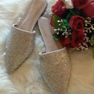New low heel sparkling shoe